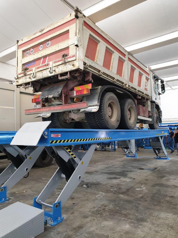 Officina per la riparazione dei mezzi pesanti